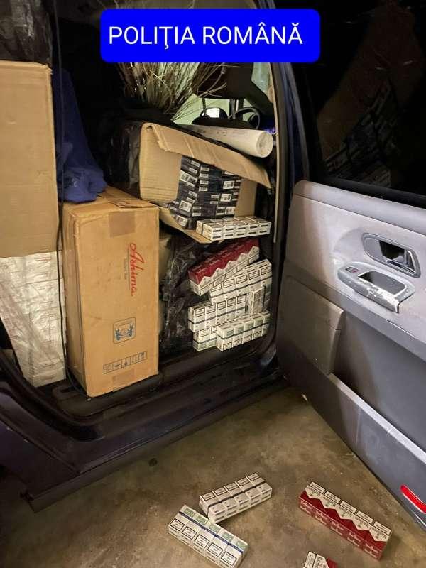 Hunedoara: Bărbat cercetat pentru contrabandă. În mașina sa au fost găsite peste 17.500 de pachete de țigarete